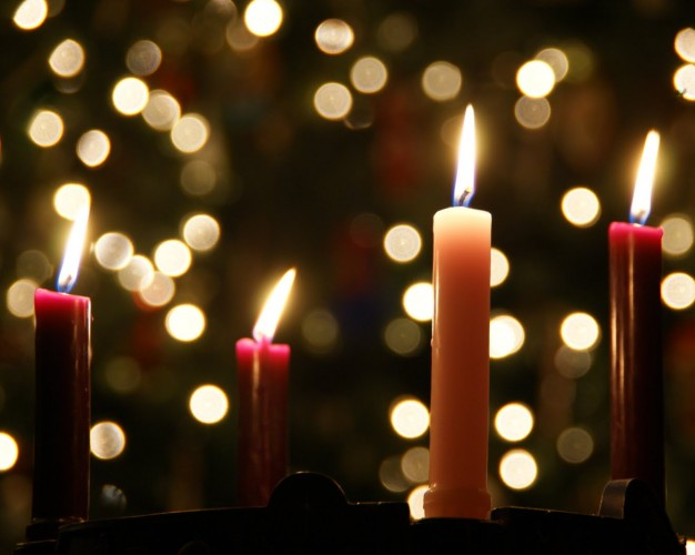 Christmas Eve – Sunday December 24th 7pm Candlelight